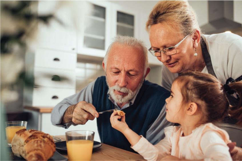 Bunicii ar putea beneficia de o indemnizatie pentru cresterea nepotilor