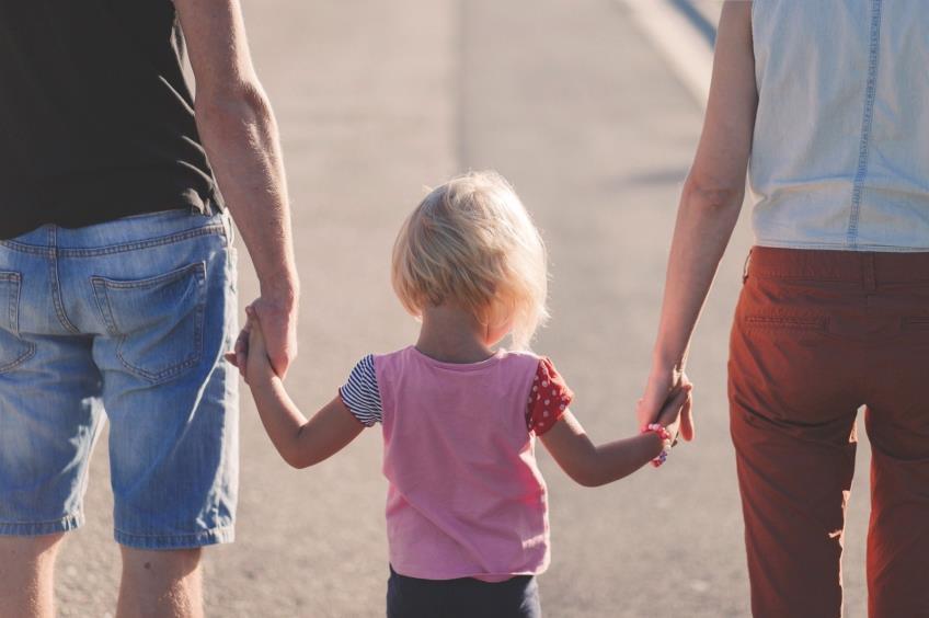 Noi modificări cu privire la zilele libere acordate părinților pentru supravegherea copiilor în situația limitării sau suspendării activităților didactice