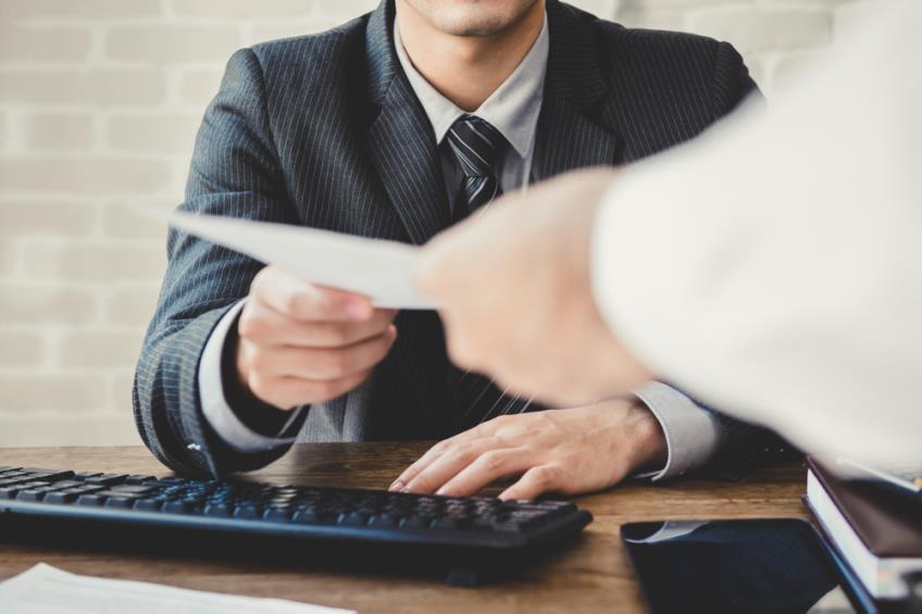 Ajutorul social: in ce conditii il poate oferi angajatorul, cum se impoziteaza si ce valori poate avea