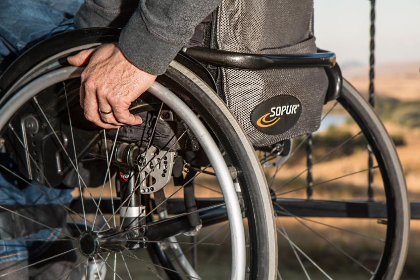 Biletele de transport interurban la care au dreptul gratuit persoanele cu handicap grav si accentuat in acest an vor putea fi folosite si in ianuarie 2021