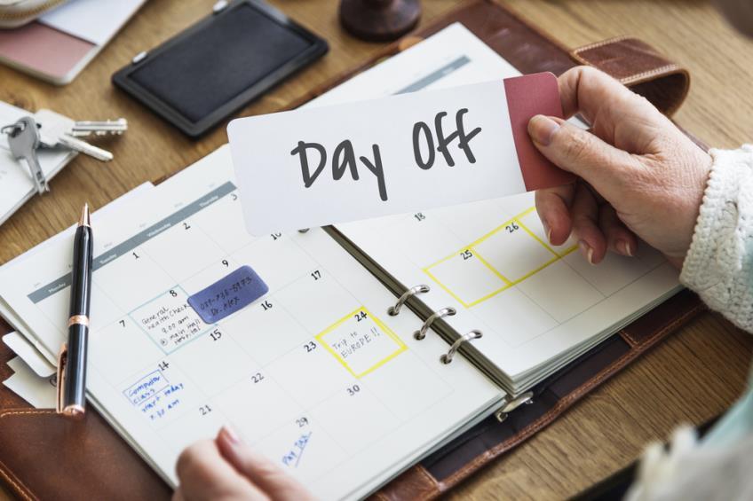 Zile libere si sarbatori legale in 2021. Cum esti platit daca lucrezi in zilele de sarbatoare legala