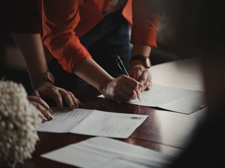 Modificari cu privire la forma si continutul permiselor de sedere, documentelor de calatorie si altor documente care se elibereaza strainilor