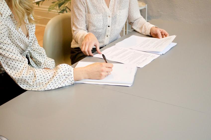 Angajatorii care au fost nevoiti sa inchida activitatile ca urmare a hotararilor judetene pot suspenda contractele angajatilor prin noile documente