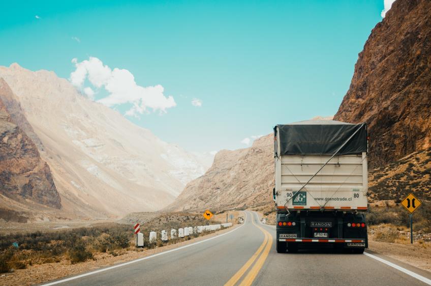 Decizie CJUE: angajatorul unor soferi pentru transportul internal rutier este intreprinderea de transport care exercita autoritatea efectiva asupra acestor soferi