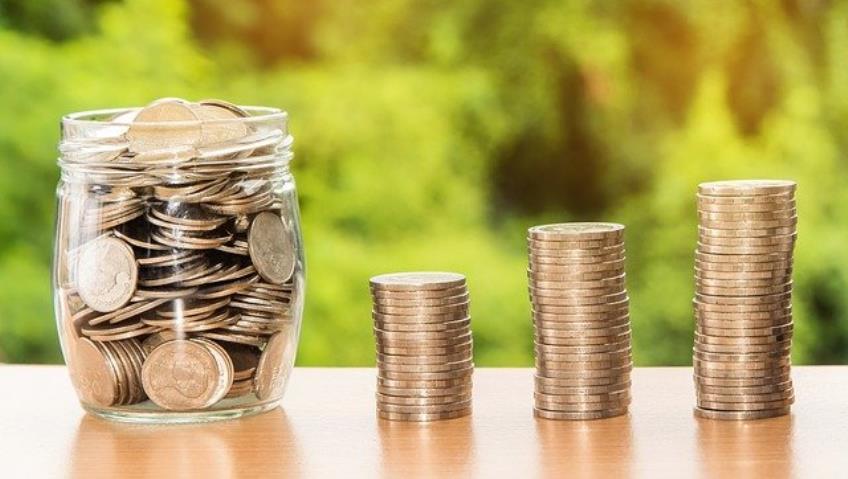 Salariul de baza minim brut, majorat la 2.300 lei in anul 2021